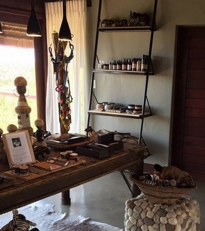 Mhondoro-Game-Lodge-Safari-Curio-Shop