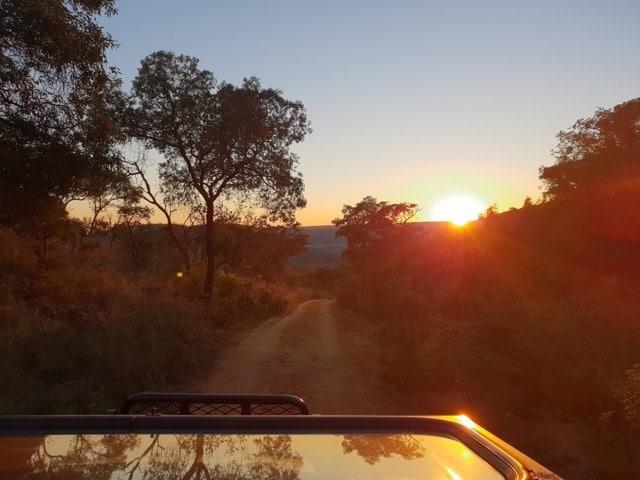 Mhondoro-Safari-Lodge-Villa-Sunset-4