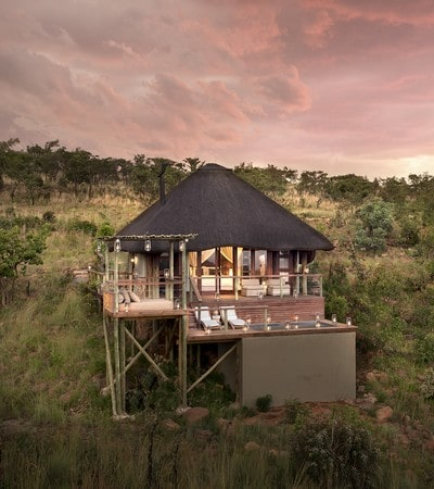 Mhondoro-Game-Lodge-Honeymoon-Suite (1)